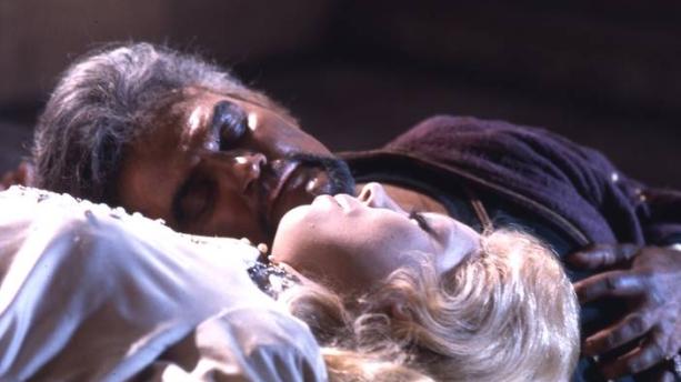 Jon Vickers y Mirella Freni como Otello y Desdemona