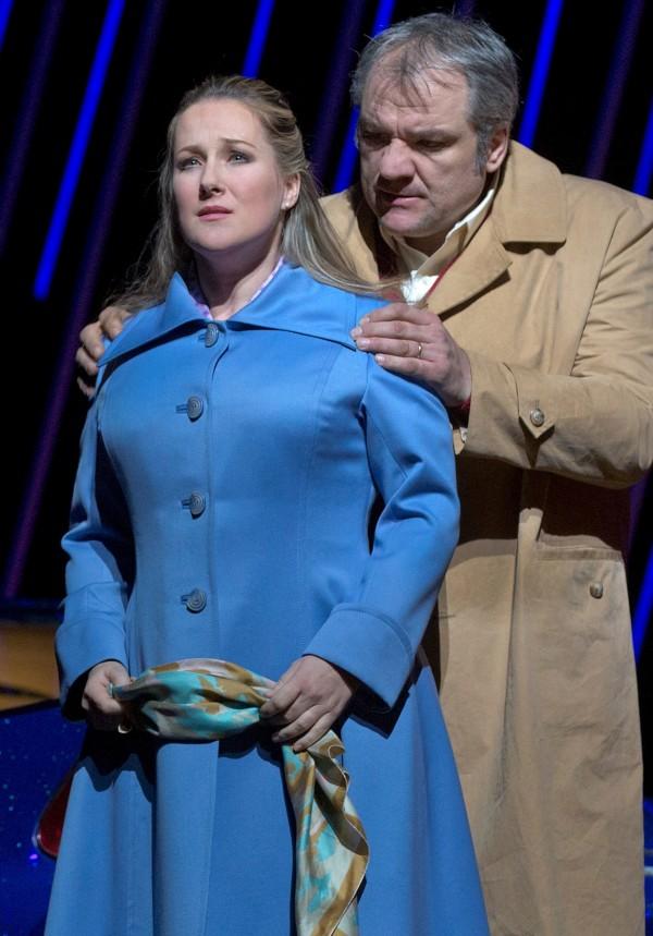 Diana Damrau y Zeljko Lucic como Gilda y Rigoletto en el Met