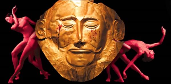 Escenografía de Elektra con la máscara funeraria atribuída a Agamenón