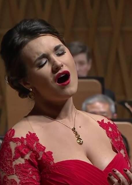 Olga Peretyatko y Daniele Gatti Concierto en Shanghai, desde el Symphony Hall , vídeo del concierto de fin de año del 31 de diciembre de 2015