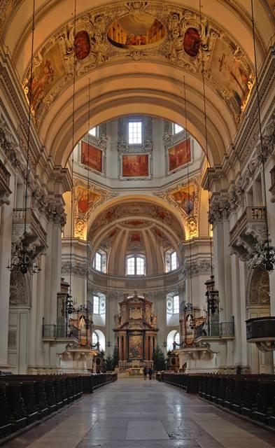 Catedral de Salzburgo, Harnoncourt dirige Mozart