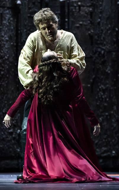 Il Trovatore en Lieja, desde la Opéra Royal de Wallonie-Liège, vídeo de la ópera de Giuseppe Verdi, protagonizado por la española Yolanda Auyanet y Violeta Urmana,