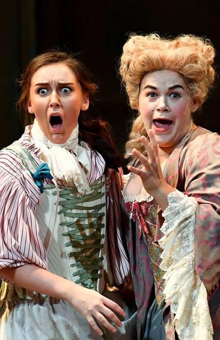 Bodas de Fígaro en Londres Anna Cooper como Cherubino & Josephine Goddard como la condesa Almaviva