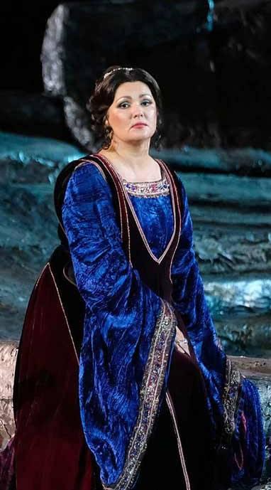 Il Trovatore en la Arena, desde el festival de verano de Verona, vídeo de la ópera de Giuseppe Verdi,con Anna Netrebko